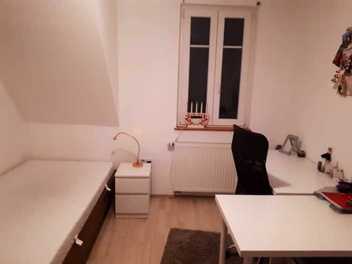 WG-Zimmer in der Mosbacher Innenstadt