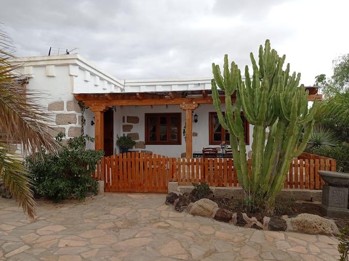 Casa canaria acogedor con  jardín, patio y terraza