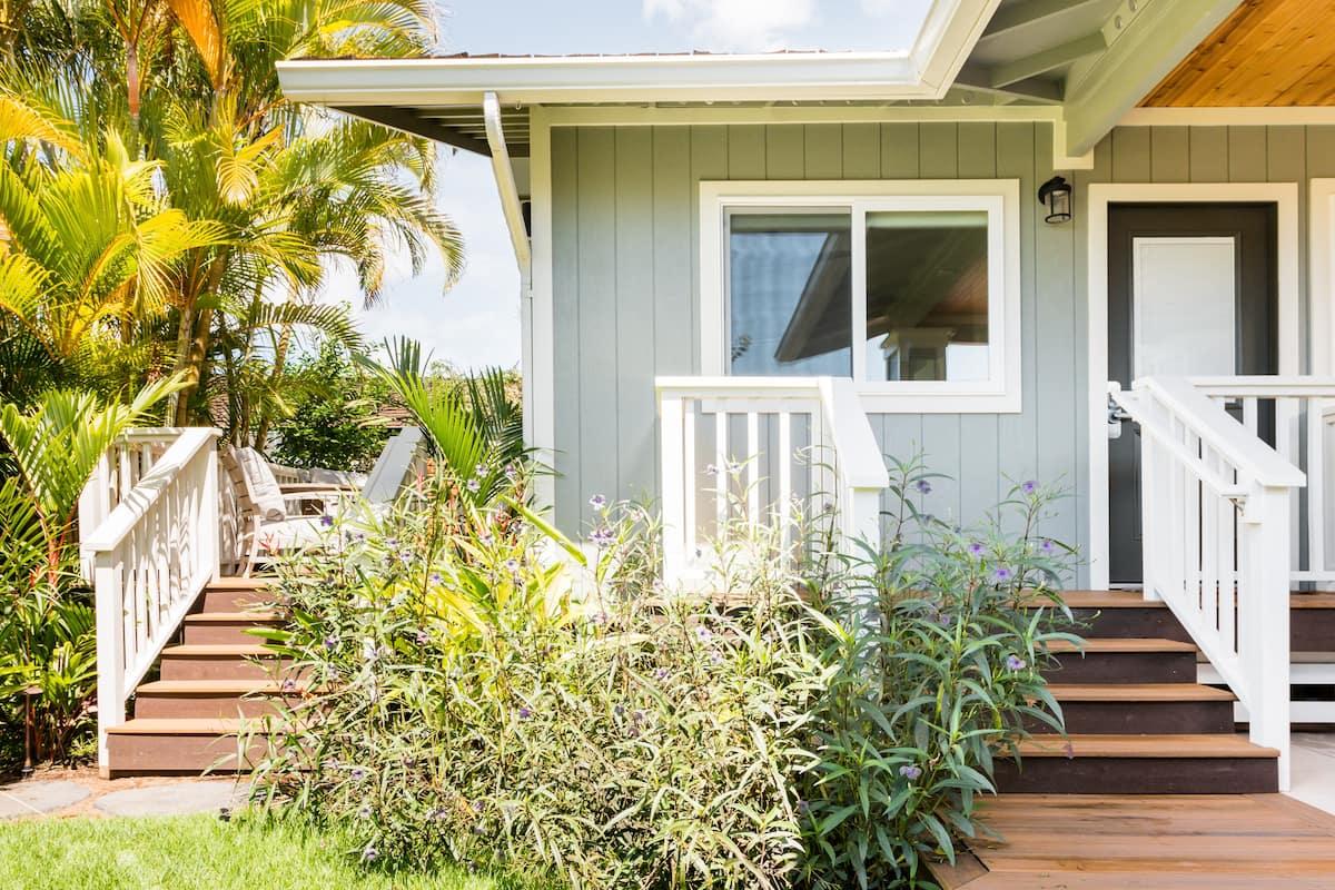 Luxury Cottage, Saltwater Spa, Walk to Beach/Dining/Shops