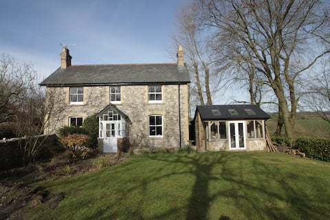 Cosy, peaceful rural retreat with views