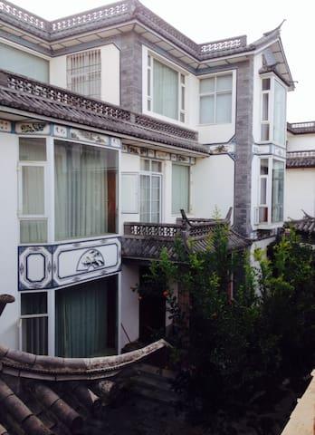 白族式庭院别墅标间 - Dali Baizuzizhizhou - House