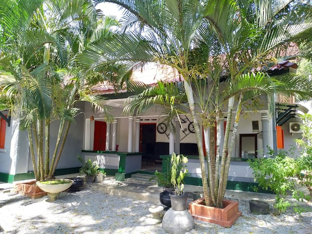Room in Suriya Villa, a few steps from the beach!