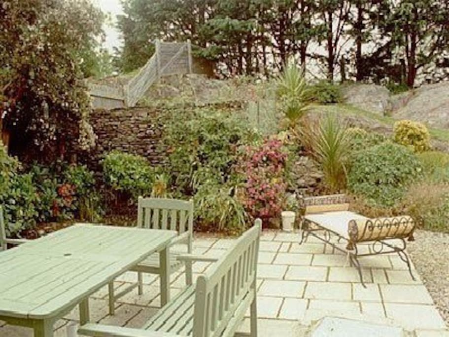 Garden to rear with substantial entertaining space
