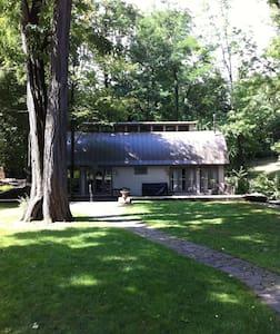 Locust Grove Grand Studio with Loft - Ev