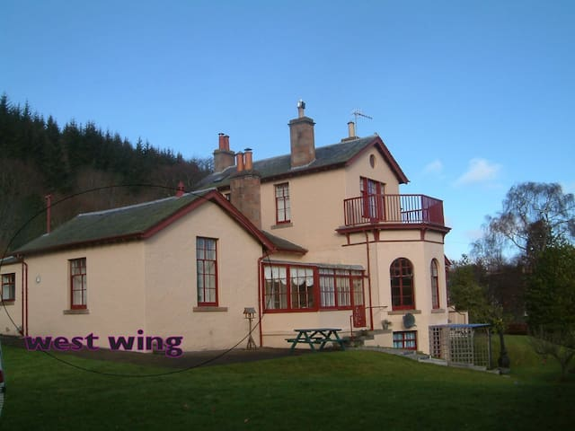 West Wing, Strathpeffer - Self-catering apartment