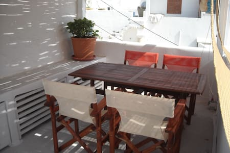 Stone house with wide terrace and pergola in the historic centre of Parikia: the kastro, in a quiet small street, 50 meters from the beach. 2 bedrooms, 2 bathrooms, kitchen, livingroom, fully equip. Nearby are café, shops, the market and taverna.