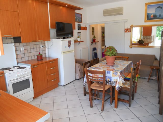 Two  Bedroom  Apartment  (6-7 Adults) First Floor. - Paros - Apartmen