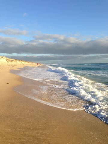 House nearby Perth's best beaches! - Wembley Downs - Talo