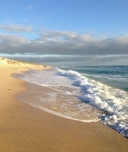 House nearby Perth's best beaches! - Wembley Downs