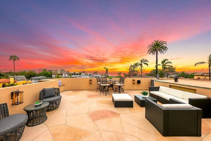 15% OFF JULY! Gorgeous Tuscan Home, Rooftop Deck, Steps to La Jolla Village