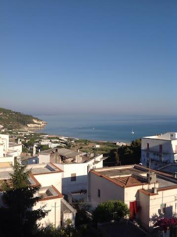 Attico con doppio terrazzo  con vista sulla baia