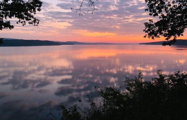 Relaxing Riverside Retreat ⭐️ RV