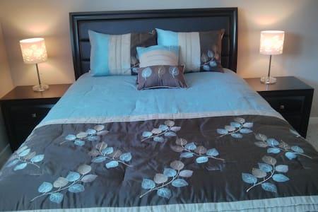 Kelowna Blue Guest Suite - Kelowna - Hus