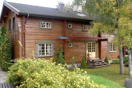 Bed & Breakfast in cozy log house - väddö