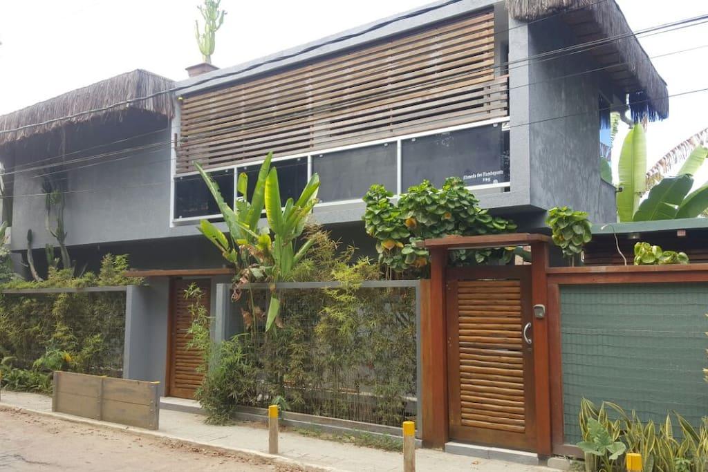 Condominio Mosquito Flats, Charmosa Arquitetura que combina o rústico e o contemporâneo.