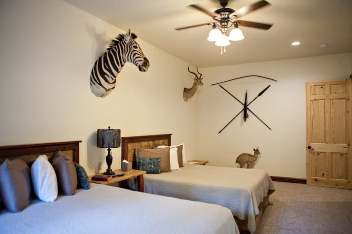 Serengeti Suite @ Two Hats Ranch