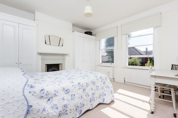 Kingston Bright, Comfy Double Room.