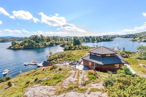 Great luxery spacious cabin with a great view!