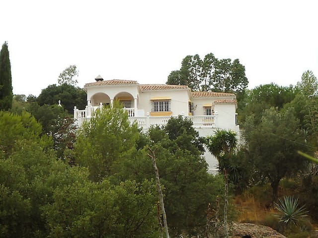 VILLA WITH POOL IN ALMOGIA, MALAGA - Almogía - Chalet