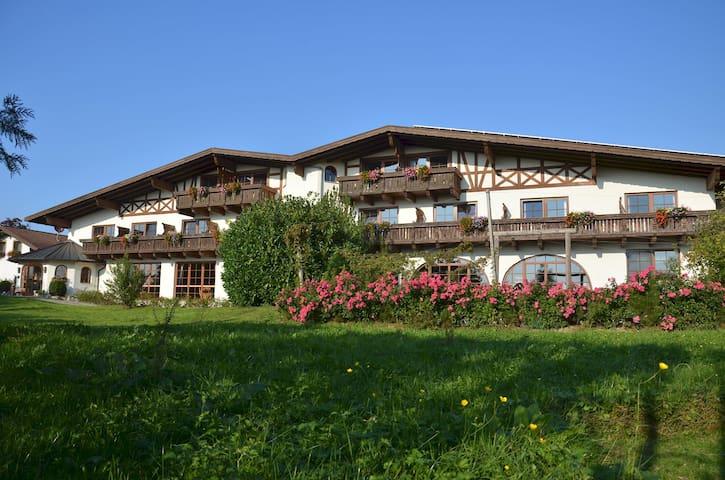 Naturresort Gerbehof Landhotel (Friedrichshafen), Rosensuite