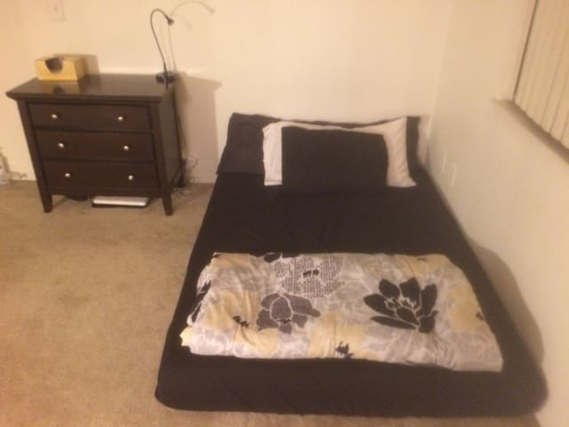 Private bed and bath in Denver Tech Center - Englewood - Apartment