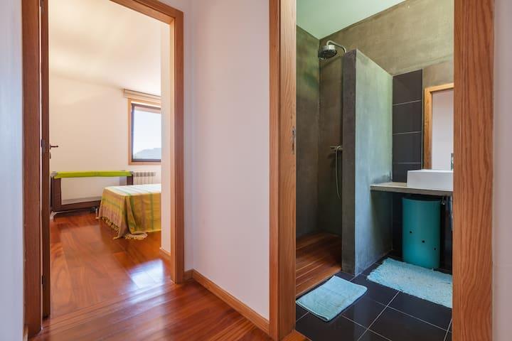 Corredor privado do Quarto 2 / Private corridor from Bedroom 2
