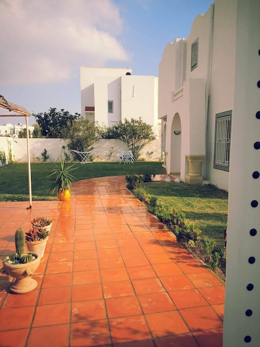 Maison avec jardin de 200m2 houses for rent in hammamet for Jardin 200m2