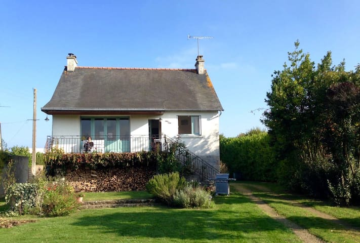 Beautiful house, with 2000sqmt of garden - Lancieux - House