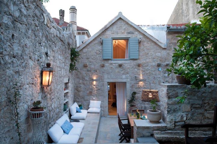 Antique 1780 built stone town house