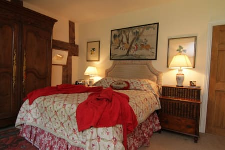 The Red Bedroom at Court-y-Grove - Kentchurch
