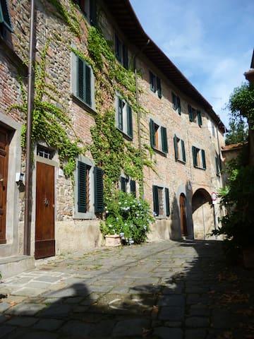 """Apartment Antica Casa """" Le Rondini"""" - Colle di Buggiano - Lägenhet"""