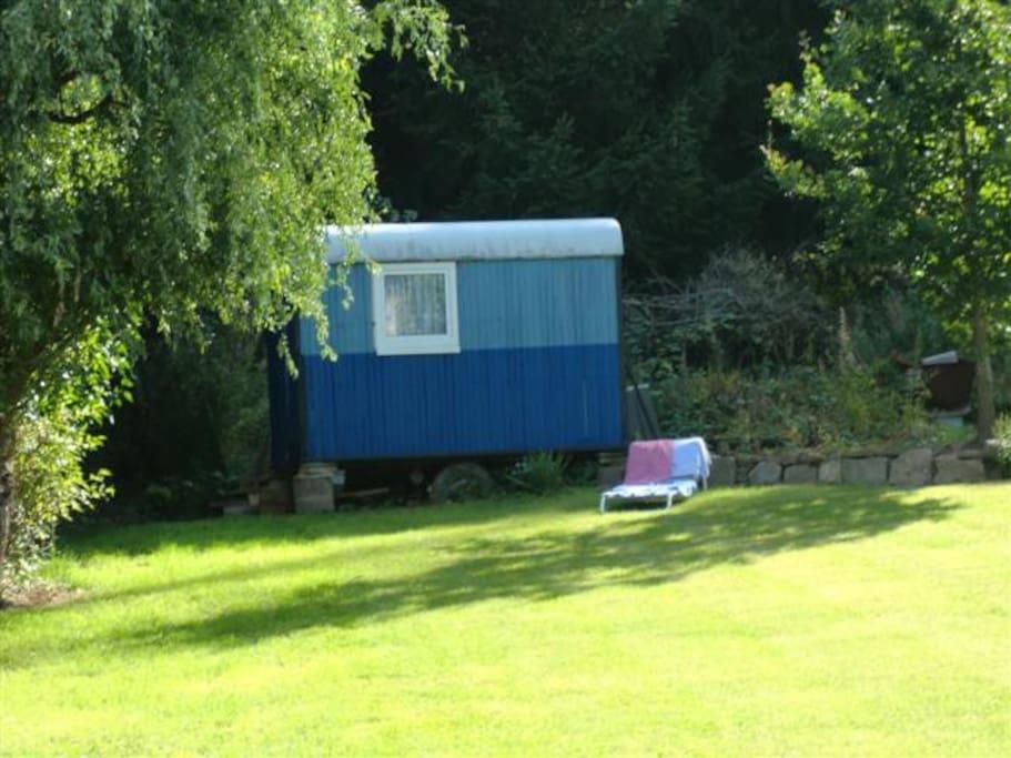 vagon in the green tiny houses te huur in lohfelden hessen duitsland. Black Bedroom Furniture Sets. Home Design Ideas