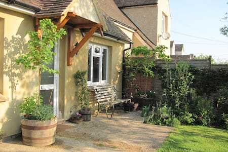 Cotswold family-style room nr Woodstock and Oxford - Finstock - Ház