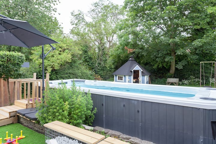 Pool and Snowdrop Cottage - check for availability