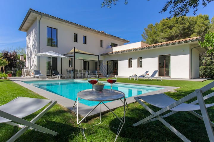 Holiday Villa Fortalesa, Alcudia at few meters to the beach of Sant Joan