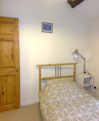 Private Room in 17th Cent Cottage - Kendal - Bed & Breakfast
