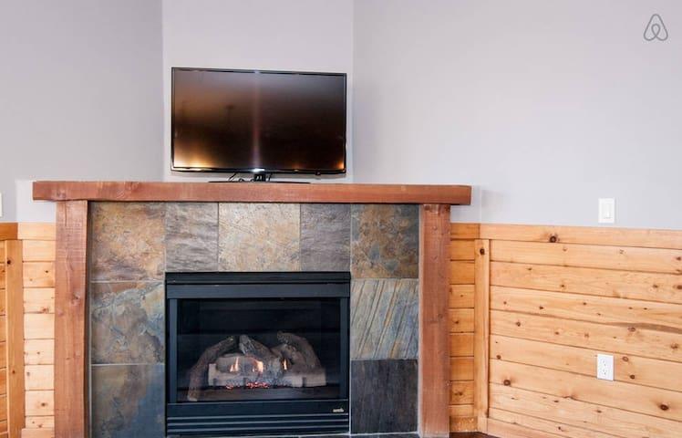 Gas Fireplace, SmartTV (Netflix), and DVD player