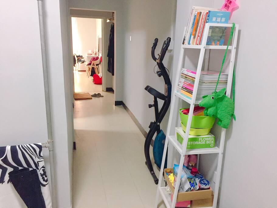 进门全景:一居室开间公寓户型