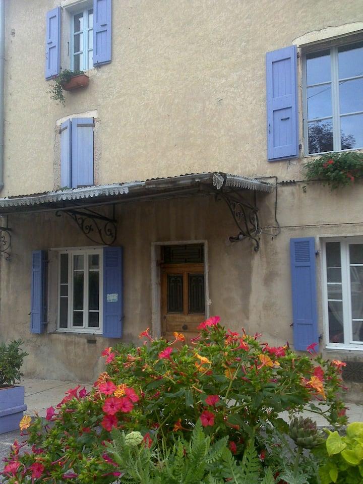 Chambre bleue à La Maison du Voisin