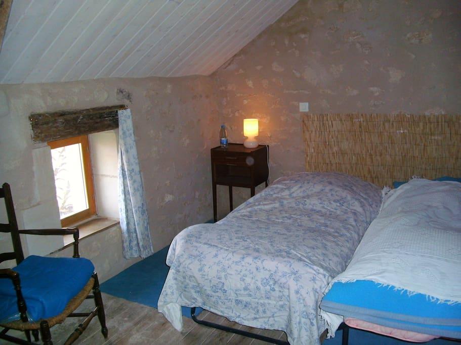 1 chambre avec 2 lits pliants