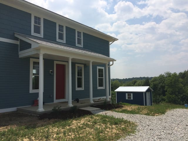 Contemporary farm retreat - Burgettstown - Talo