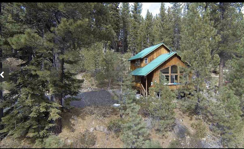 Mountain home - 5 minutes drive to downtown Truckee and Donner Lake.