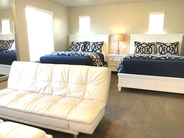 Immaculate Suite with 2 Queen IntelliBeds