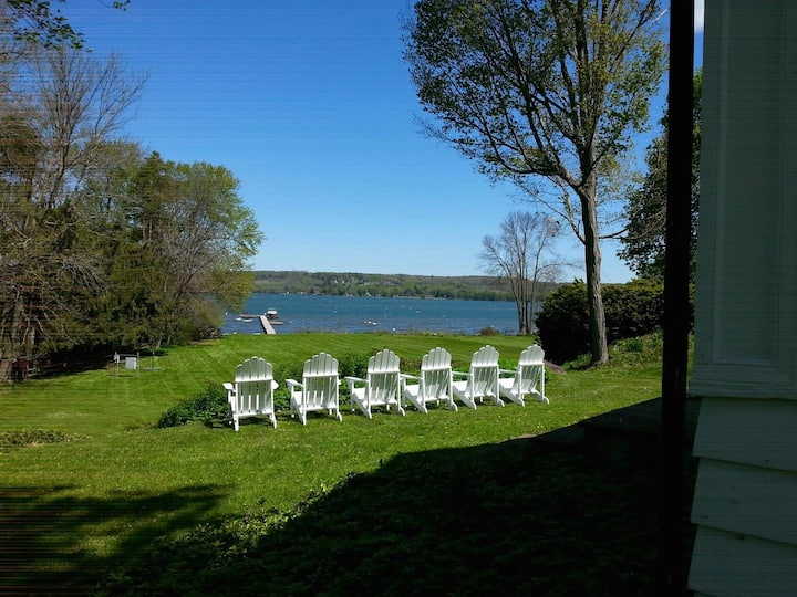 Lakefront Cottage in Lakewood. Great Location!