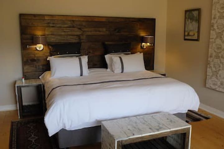 King size bed or two singles - your choice