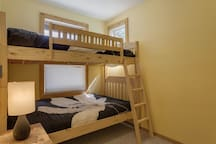 3rd bedroom with bunks - ideal for kids (sleeps 2)