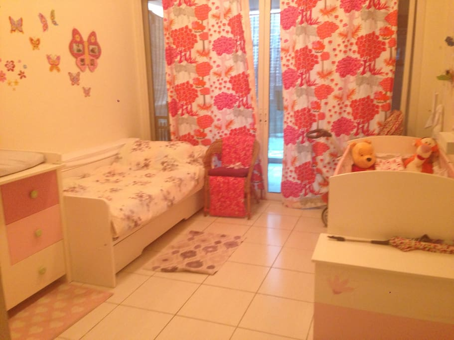 Kids room/ that can also accomodate 2 adult with the extensible bed