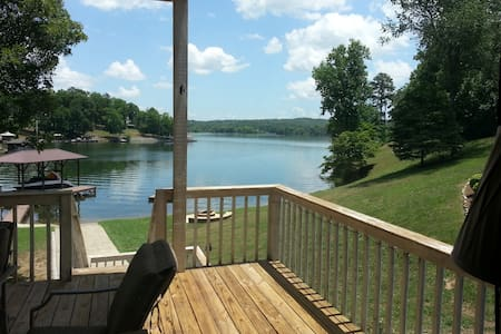 Lakeside Chickamauga Retreat & Boat House - House