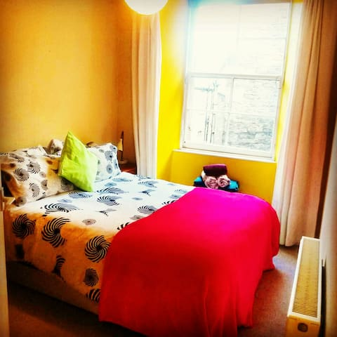 Comfy Double Room on the Royal Mile