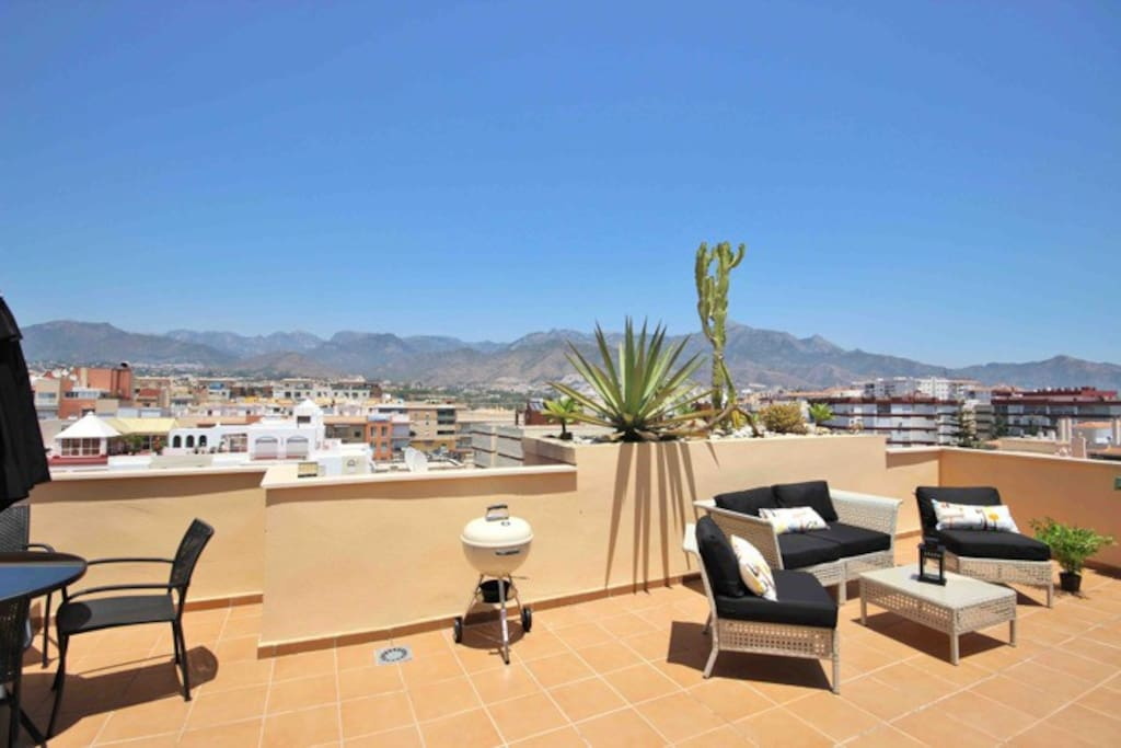 Private roof terrace with nice furnitures, BBQ and view.